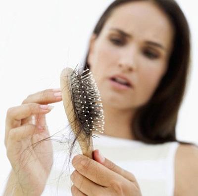Около месяца слабость выпадение волос