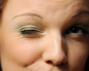 Нервный тик глаза - причины и лечение у взрослых
