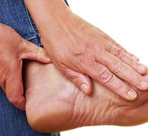 почему аллергия на ногах